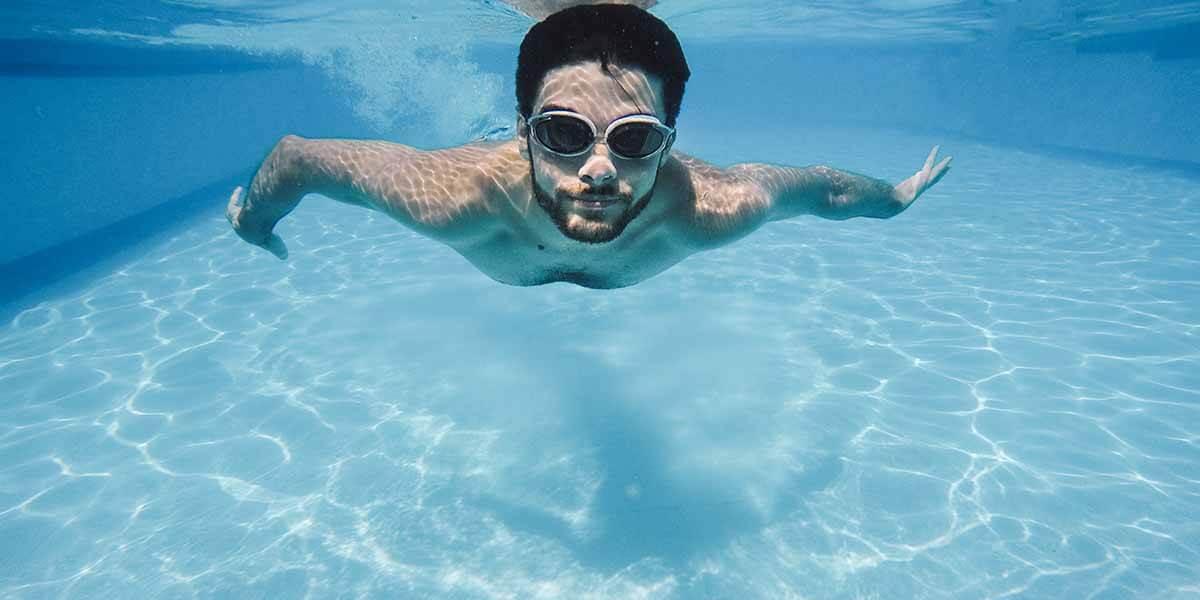 Göz Sağlığınız İçin Havuz Gözlüğü Kullanın