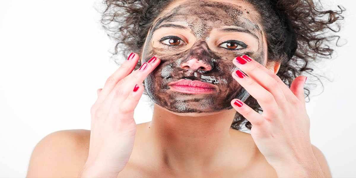 Yağlı Ciltler için Kil Maskesi
