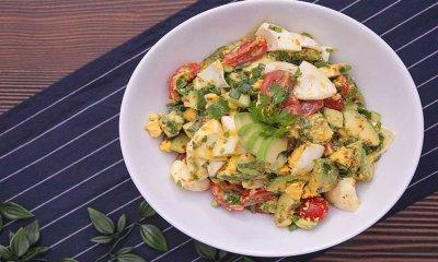 Avokadolu Yumurta Salatası